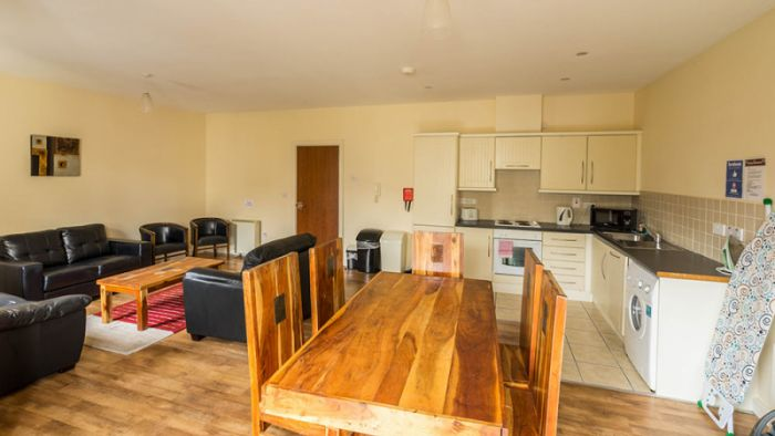 11 Bed Self-Catering Apartment
